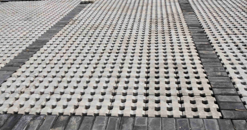 植草砖厂家分享=地面植草砖